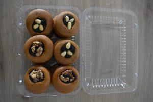 medovniky certekova - medovnikove krabicky - krabicka medovnikov so slivkovym lekvarom a vlasskymi orechmi a mandlami 3