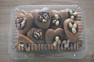 medovniky certekova - medovnikove krabicky - krabicka spaldovych medovnickov so slivkovym lekvarom vlasskymi orechmi a manda 1