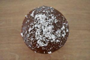 medovniky certekova - zakladny sortiment medovnikov - cokoladovy medovnik plneny slivkovym lekvarom posypany kokosom 4